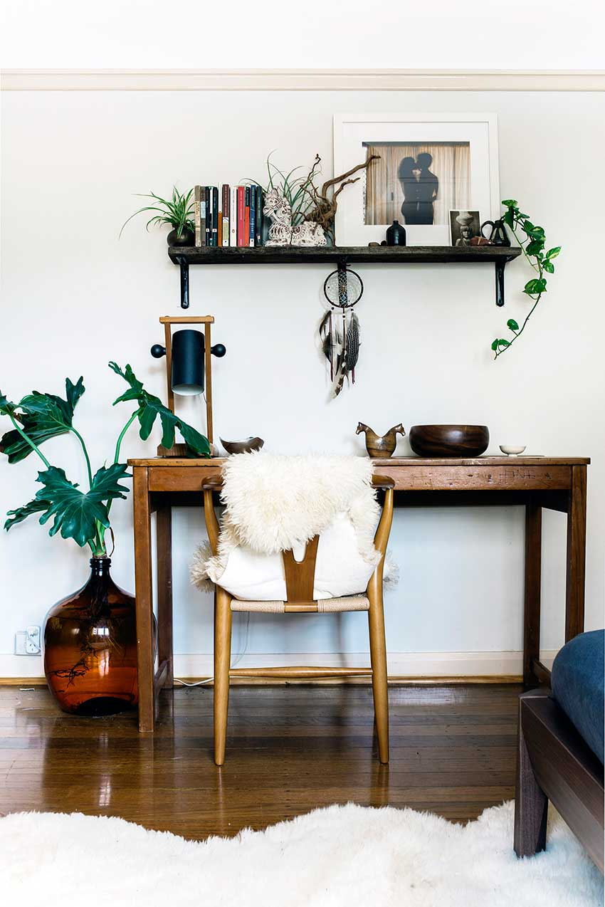 Eclectic apartment decor inspiration for your next rental for Decorated office