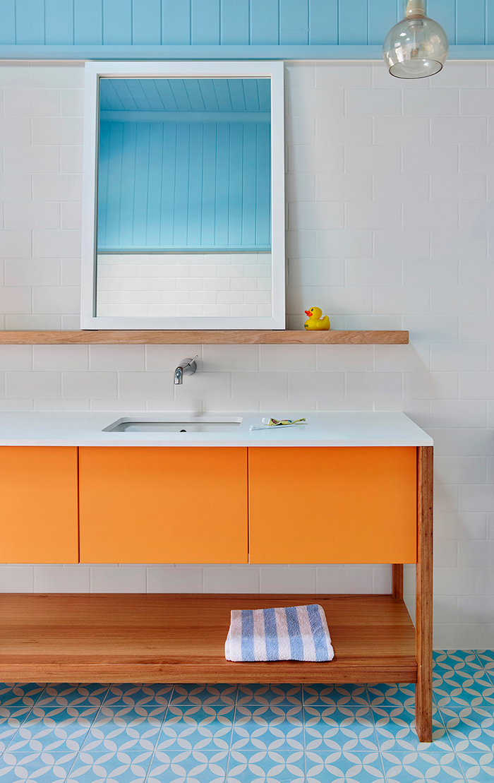 MCD Constructions West End Home bright bathroom