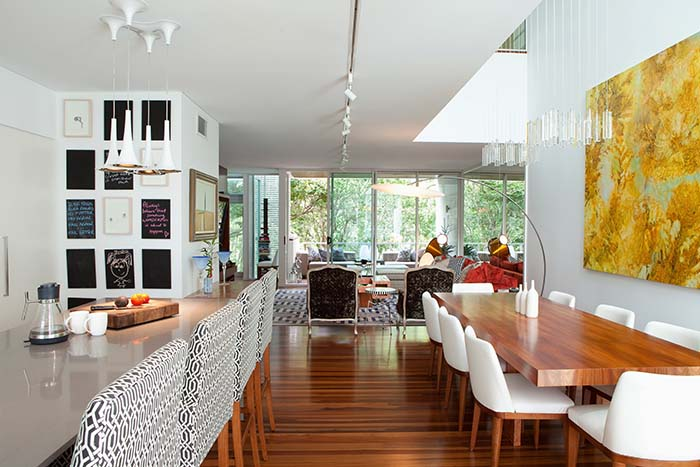 Di Henshall Design city apartment kitchen dining