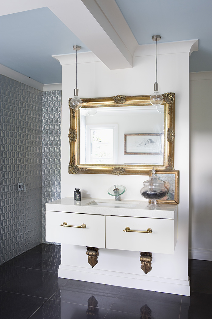Eclectic bathroom design