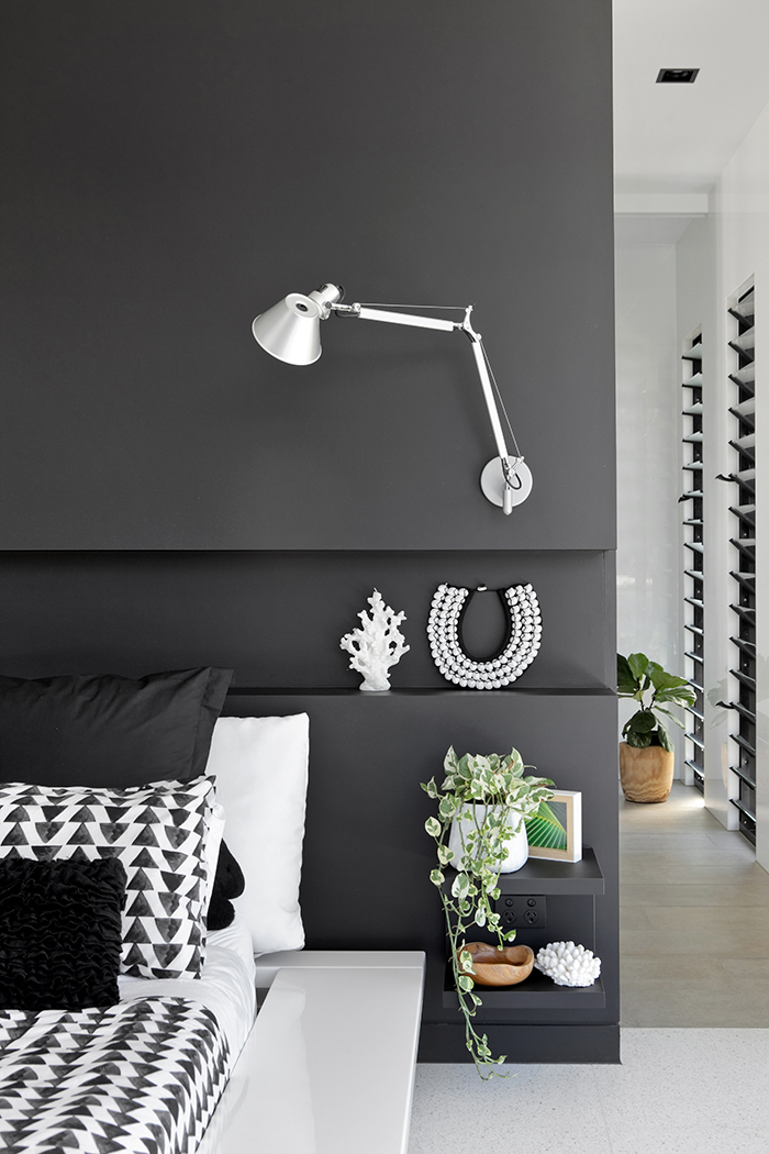 monochrome-master-bedroom