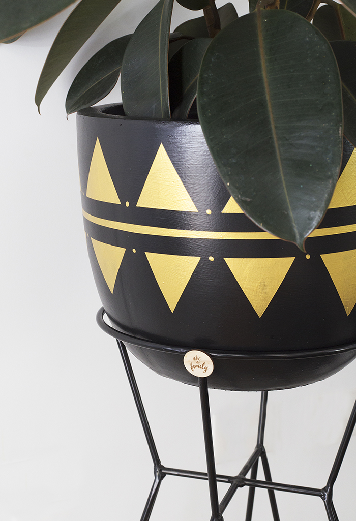 Arc + Family black and gold pot detail
