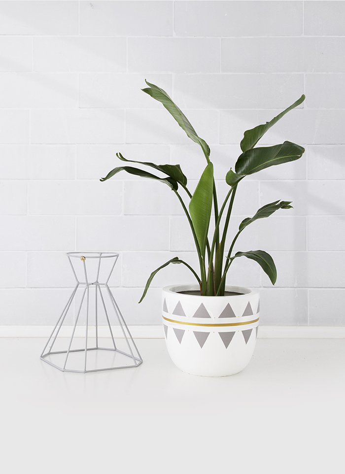 Arc + Family pot and plant stand
