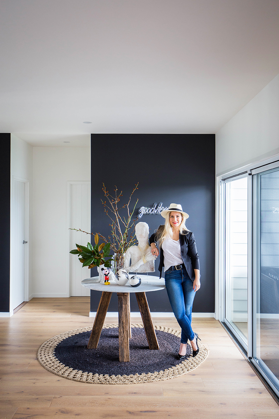 The modern beach house of interior designerJacinta Platt - Photo: Tanika Blair