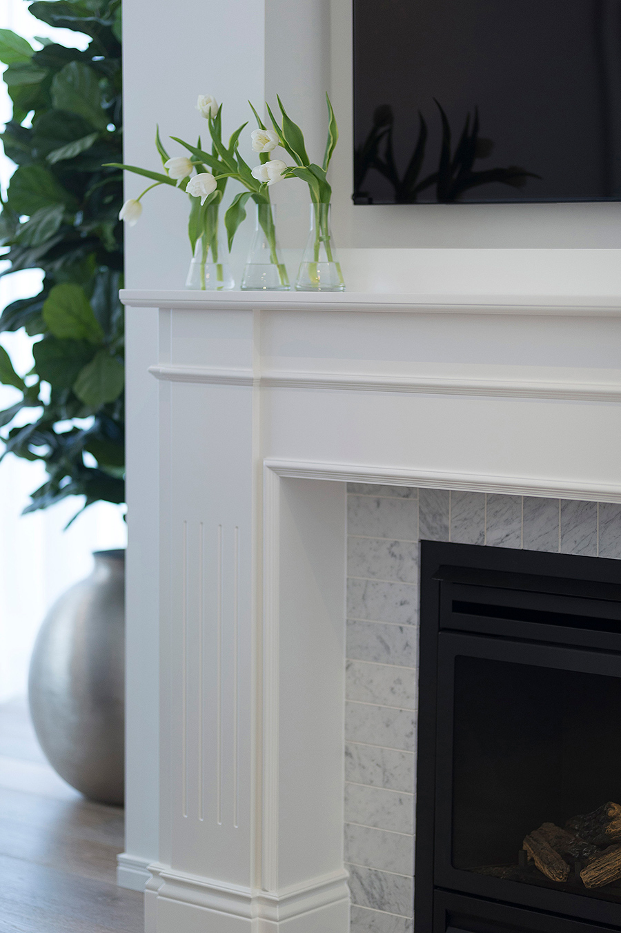 Wood Marble and White fireplace joinery