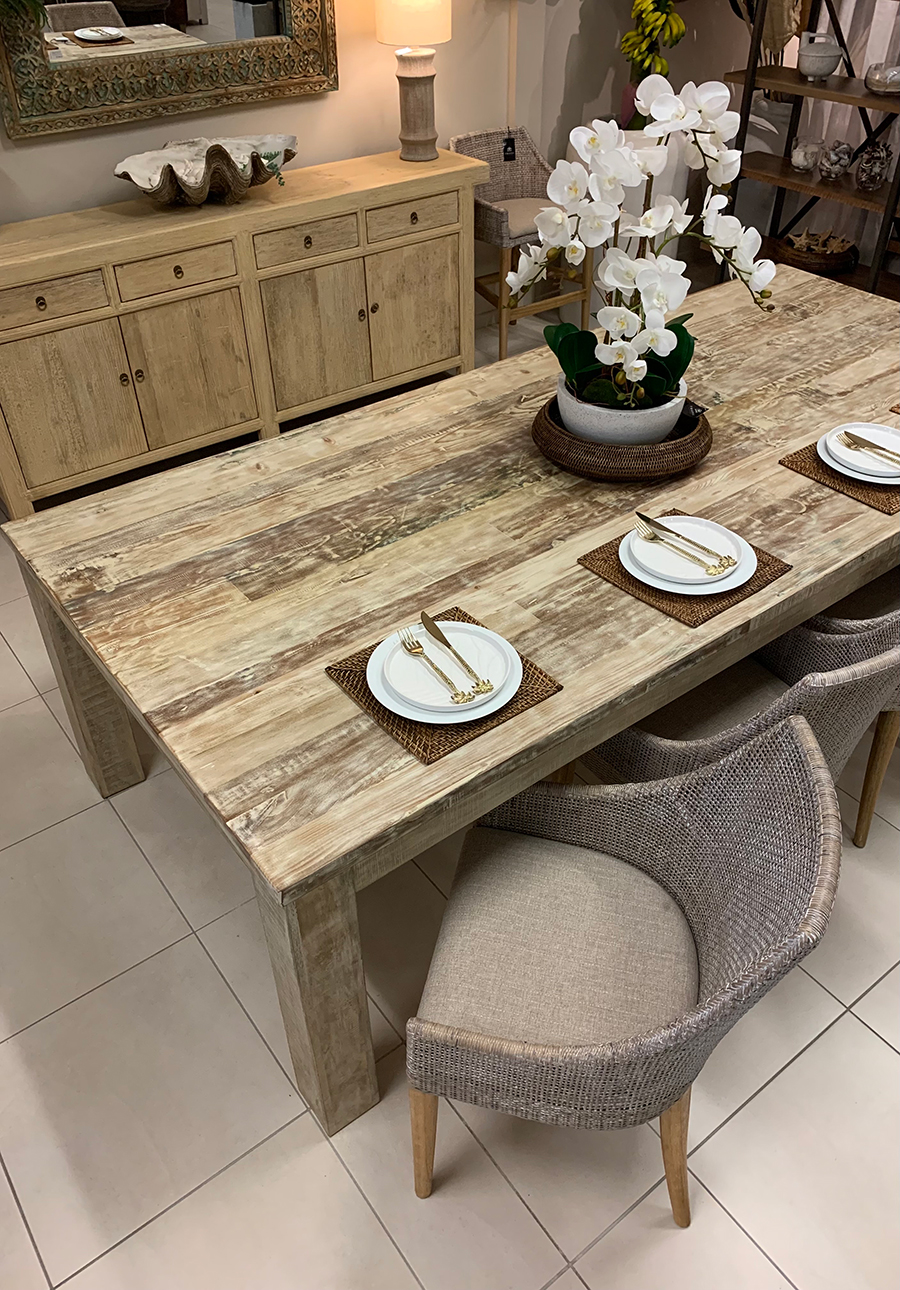 Tropic Living dining table