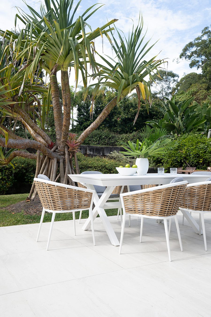 Artemis outdoor dining table
